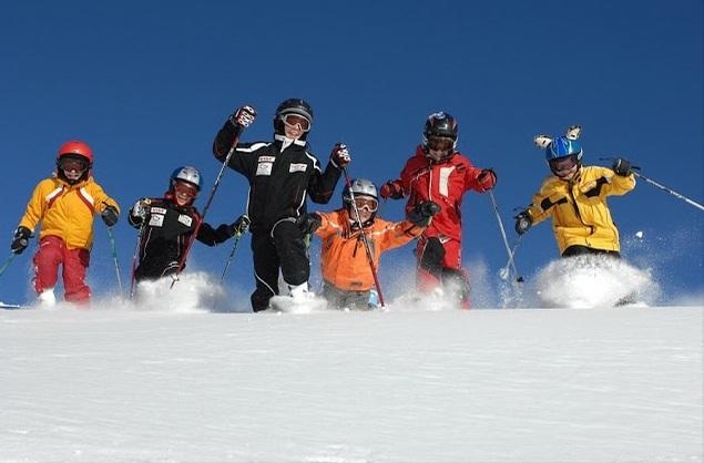 winter skifahren tiefschnee haus katharina westendorf